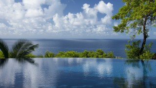 Residence on the Rocks Seychelles Mahe infinity pool with ocean view