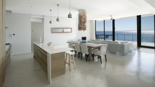 boulders-beach-living-room-and-kitchen